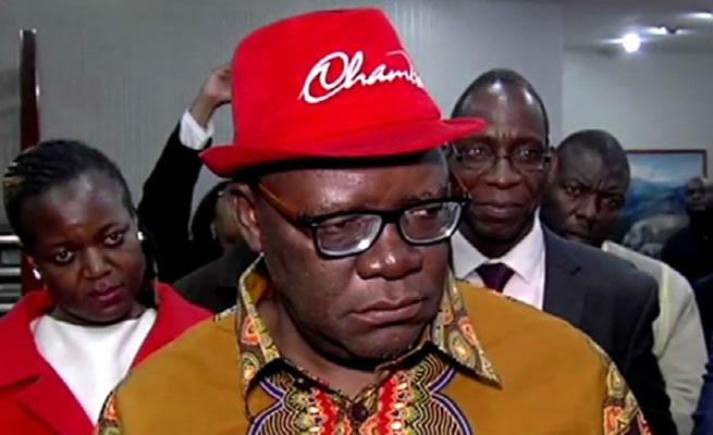 Zimbabwes opposition leader Tendai Biti arrested at Zambia border - Mambo Zuri